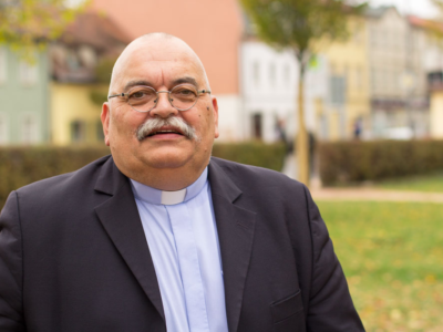 Prominent Seventh-day Adventist Pastor Routinely Dresses Up Like a Roman Catholic Priest